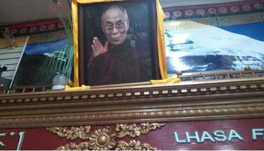 (The Dalai Lama, a surefire signal that you're at a Tibetan establishment)